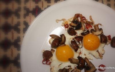 Schnelles Frühstück mit Champignons